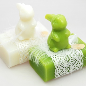 Sheep milk soap 100g, decorated with a soap rabbit 23g, Classic/pear